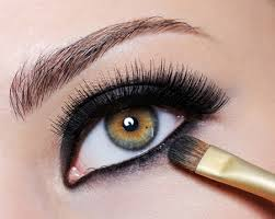 Make Yourself Look More Effectual with an eye makeup 2
